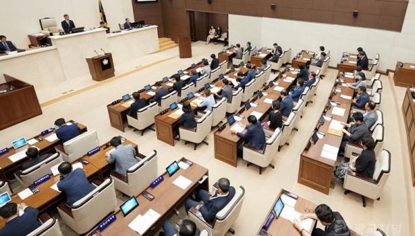 20180910 용인시의회, 제227회 제1차 정례회 제2차 본회의 열어(2).jpg
