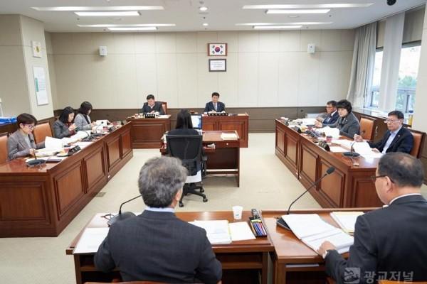 20181130 행정사무감사 4일차(경제환경위원회).jpg