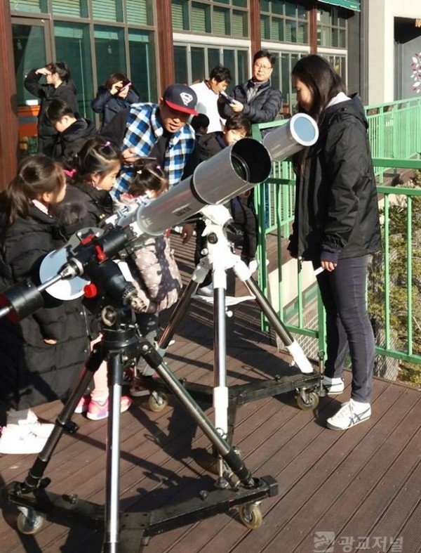 사진2-1. 천체망원경 체험.jpg