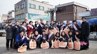 20190131 용인시의회, 2019년 설맞이 전통시장 살리기 캠페인 실시(1).jpg