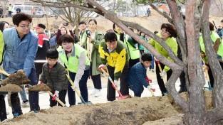 수원시민 600명, 식목일 앞두고 나무 6000여 그루 심어 1.jpg