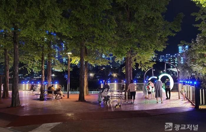 (사진) 동백호수공원 시민 휴식공간-아간.jpg