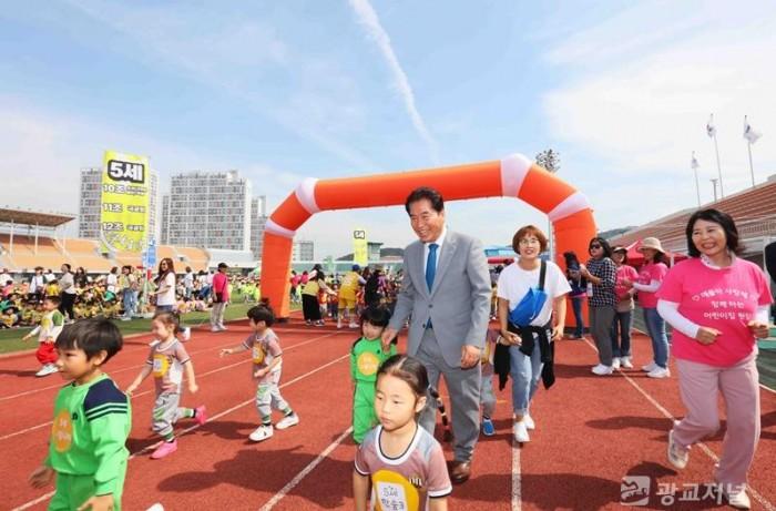 용인시어린이집연합회와 기아대책이 함께하는 「사랑을 나누는 어린이           마라톤대회」 (17).JPG