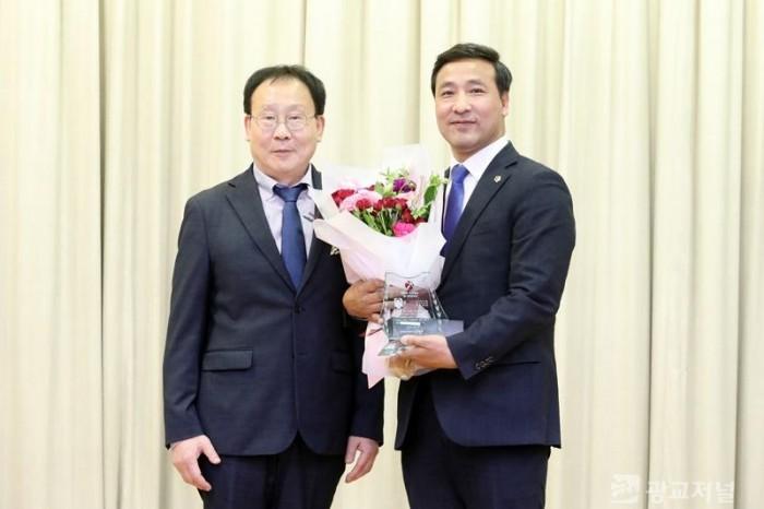 191205 김용성 의원, 경기의정대상 수상.JPG