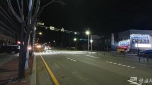 (사진) 처인구 마평동 사랑의병원 앞 도로 횡단보도에 설치된 투광등.jpg