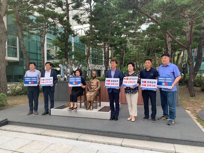 오세영, 소녀상앞에서 '아베정권 규탄 결의대회' 펼쳐