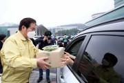 백군기, 드라이브 스루 마켓서 농산물 판매 지원